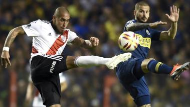 Jonatan Maidana of River Plate fights for the ball with Darío Benedetto of Boca Juniors during a match as part of Superliga 2018/19 at Estadio Alberto J. Armando on September 23, 2018 in Buenos Aires, Argentina. (Getty Images)