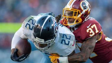 Tennessee Titans running back Derrick Henry, 22, is tackled by Washington Redskins cornerback Greg Stroman, 37, in the first half of their NFL game at Nissan Stadium in Nashville, Tennessee, USA, 22 December 2018. (Estados Unidos) EFE