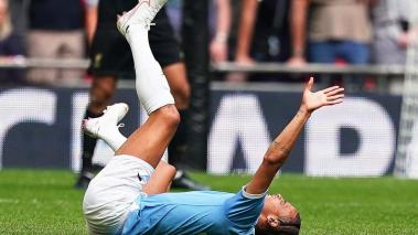 Manchester City's Leroy Sane reacts after being injured during the FA Community Shield soccer match between Liverpool FC and and Manchester City at Wembley Stadium in London, Britain, 04 August 2019 (Reino Unido, Londres) EFE