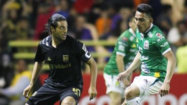 Carlos Vela of LAFC against Angel Mena of Leon as part of the CONCACAF Champions League 2020 at Leon Stadium on February 18, 2020 in Leon, Mexico. (Getty Images)