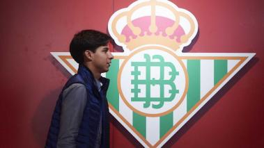 Diego Lainez of Real Betis Balompie looks on prior to the start the La Liga match between SD Eibar SAD and Real Betis Balompie at Ipurua Municipal Stadium on February 02, 2020 in Eibar, Spain. (Getty Images)