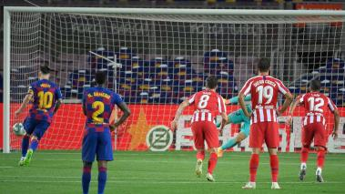 Barcelona's Argentine forward Lionel Messi (L) scores a penalty during the Spanish League football match between FC Barcelona and Club Atletico de Madrid at the Camp Nou stadium in Barcelona on June 30, 2020. (Getty Images)