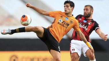 Raul Jimenez (L) of Wolverhampton Wanderers in action against Steve Cook (R) of A.F.C. Bournemouth during the English Premier League soccer match between Wolverhampton Wanderers and A.F.C. Bournemouth in Wolverhampton, Britain, 24 June 2020. EFE