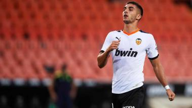 Ferran Torres of Valencia CF shows his dejection during the Liga match between Valencia CF and RCD Espanyol at Estadio Mestalla on July 16, 2020 in Valencia, Spain. (Getty Images)