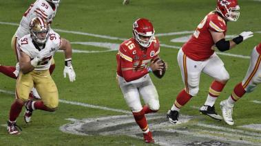 Patrick Mahomes #15 of the Kansas City Chiefs scrambles away from the pressure against the San Francisco 49ers in Super Bowl LIV at Hard Rock Stadium on February 02, 2020 in Miami, Florida. The Chiefs won the game 31-20. (Getty Images)
