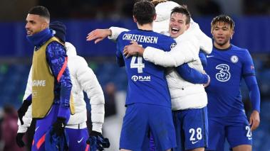 Cesar Azpilicueta (2-R) Chelsea and teammates celebrate after winning the UEFA Champions League semi final, second leg soccer match between Chelsea FC and Real Madrid in London, Britain, 05 May 2021. (Liga de Campeones, Reino Unido, Londres) EFE