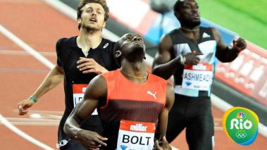 Usain Bolt of Jamaica (front) reacts after winning the 200m Mens at the IAAF Diamond League in the London Olympic Stadium, London, Britain, 22 July 2016. (Londres) EFE/EPA/GERRY PENNY