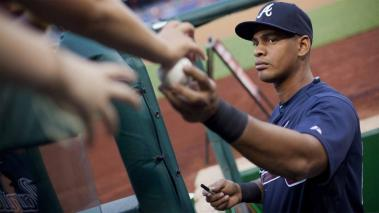The Braves Hector Olivera returns a ball as he signs autographs prior to start of a game on Sept. 3, 2015.  (Pablo Martinez Monsivais / AP)