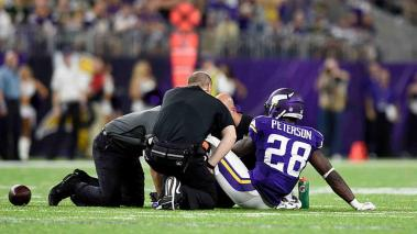 Adrian Peterson se desgarró los meniscos. Foto: Getty Images
