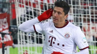 Football Soccer - SC Freiburg v FC Bayern Munich - German Bundesliga - Schwarzwald-Stadion, Freiburg, Germany - 20/01/17 - Bayern Munich's Robert Lewandowski celebrates after he scored. REUTERS/Kai Pfaffenbach