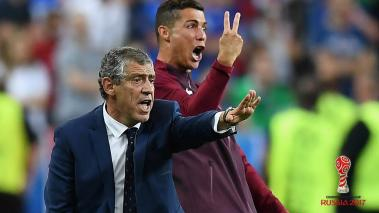 Cristiano Ronaldo and manager Fernando Santos gestures on the touchline during the UEFA EURO 2016 Final match between Portugal and France at Stade de France on July 10, 2016 in Paris, France. (Getty Images)