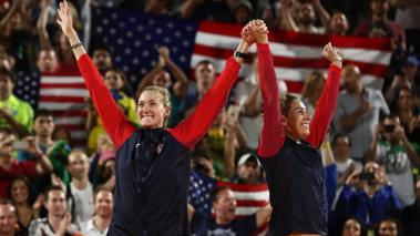 Acá te presentamos los mejores momentos que vivieron las leyendas del Voleibol de Playa Femenino de Estados Unidos, Kerri Walsh Jennings y April Ross, ganadoras de la medalla de bronce en Río 2016. Foto: Getty Images
