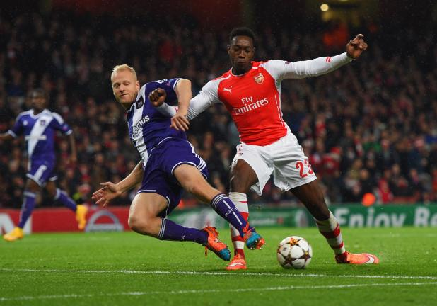 Danny Welbeck of Arsenal battles with Olivier Deschacht of Anderlecht during the UEFA Champions League Group D match between Arsenal FC and RSC Anderlecht at Emirates Stadium on November 4, 2014 in London. (Photo by Michael Regan/Getty Images)