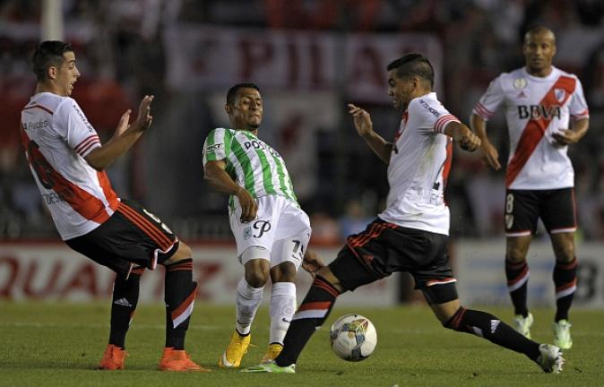 Atletico Nacional's defender Farid Diaz (C) vies for the ball with Argentinian River Plate's defenders Ramiro Funes Mori (L) Gabriel Mercado during the Copa Sudamericana 2014 final football match at the Monumental stadium on December 10, 2014. Getty Images