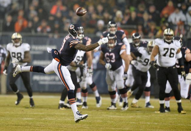 Alshon Jeffery #17 of the Chicago Bears misses a pass during the first quarter of their game against the New Orleans Saints at Soldier Field on December 15, 2014 in Chicago, Illinois. (Getty Images)