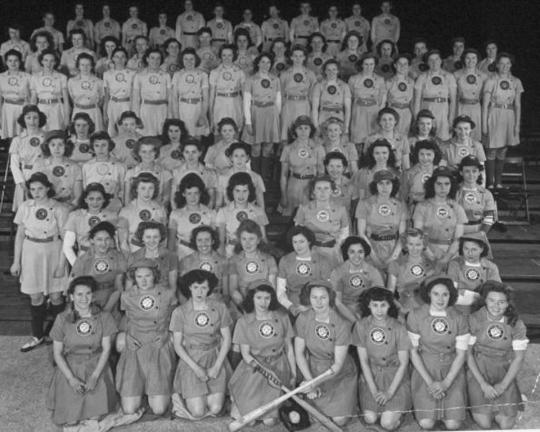 En 1943, se formó la All American Girls Professional Baseball League.