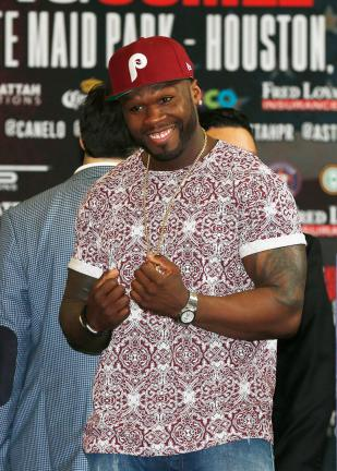 "El promotor 50 Cent durante la ceremonia de pesaje de la pelea entre Saúl ""Canelo"" Alvarez y James Kirkland, rumbo a su pelea en el Minute Maid Park de Houston, Texas. (Photo by Scott Halleran/Getty Images)"