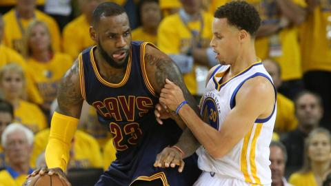 Lebron James, de Cleveland Cavaliers y Stephen Curry, de Golden State, Warriors, (Getty Images)