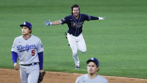 Tampa Bay Rays batter Brett Phillips (C) and Los Angeles Dodgers Corey Seager (L) and Enrique Hernandez (R) react after the Tampa Bay Rays defeated the Los Angeles at Major League Baseball's World Series Game four in Arlington, Texas. EFE