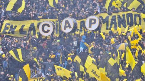 Suspenden partido por violencia en el Estadio Centenario. Foto: Getty Images
