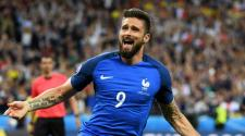 Olivier Giroud of France celebrates scoring the opening goal during the UEFA EURO 2016 group A preliminary round match between France and Romania at Stade de France in Saint-Denis, France, 10 June 2016. EFE
