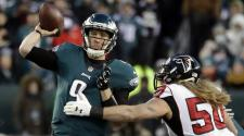 Philadelphia Eagles Quarterback Nick Foles #9 throws a pass against the Atlanta Falcons during the second quarter in the NFC Divisional Playoff game at Lincoln Financial Field in Philadelphia, Pennsylvania, 13 January 2018. (EFE)