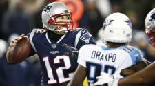 New England Patriots quarterback Tom Brady passes against the Tennessee Titans of their AFC Divisional Playoff game at Gillette Stadium in Foxborough, Massachusetts, USA, 13 January 2018. (EFE)