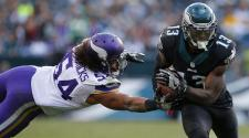 Josh Huff #13 of the Philadelphia Eagles gets by Eric Kendricks #54 of the Minnesota Vikings at Lincoln Financial Field on October 23, 2016 in Philadelphia, Pennsylvania. (Getty Images)