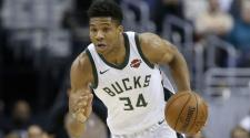Giannis Antetokounmpo #34 of the Milwaukee Bucks dribbles the ball against the Washington Wizards in the first half at Capital One Arena on January 6, 2018 in Washington, DC. (Getty Images)