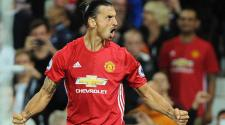 Manchester United's Zlatan Ibrahimovic celebrates with teammates during the English Premier League soccer match between Manchester United and Southampton at Old Trafford, Manchester, Britain, 19 August 2016. EFE