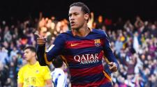Neymar of FC Barcelona celebrates after scoring the opening goal during the La Liga match between FC Barcelona and Real Sociedad de Futbol at Camp Nou on November 28, 2015 in Barcelona, Spain. (Photo by David Ramos/Getty Images)